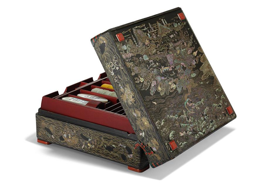 A 1927 lacquer bridge case shows Chinese inspiration in Cartier\'s design. (Photo provided to China Daily)