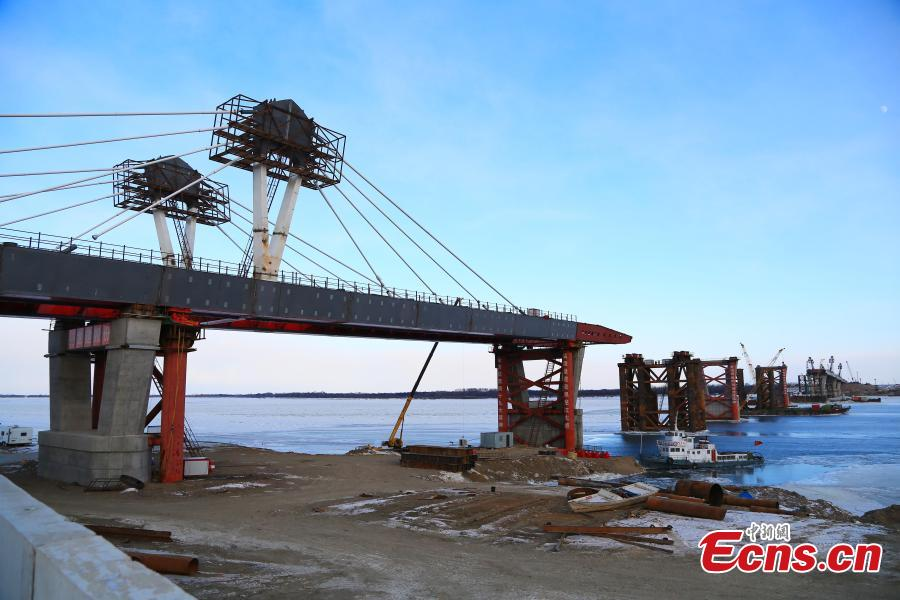 File photo shows construction on the first highway bridge connecting China and Russia across the Heilongjiang River, called the Amur River in Russia. (Photo provided to China News Service)