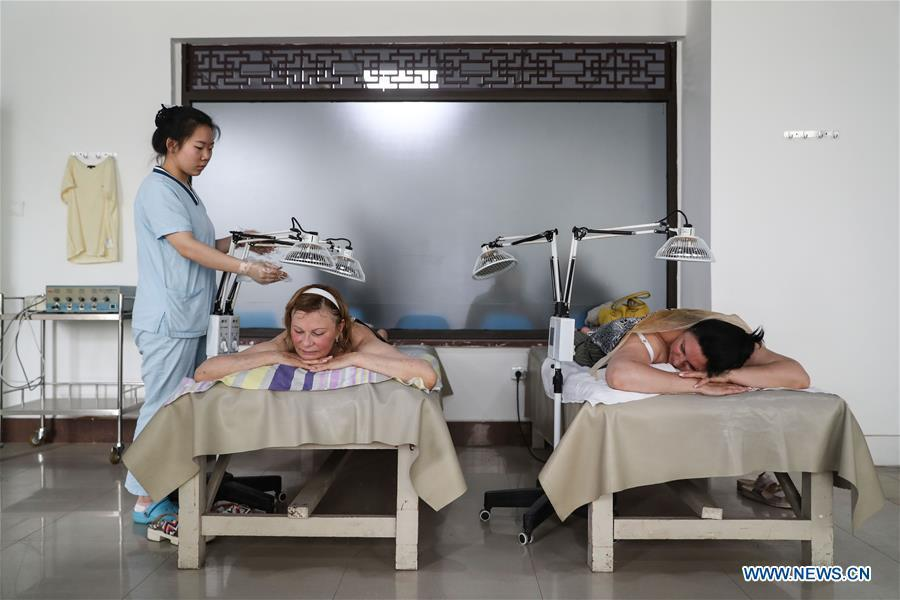 Russian patients receive physiotherapy at Tanggangzi Hospital in Anshan, northeast China\'s Liaoning Province, June 4, 2019. Featured with traditional Chinese medicine therapy, Tanggangzi Hospital has attracted many Russian patients who come here to receive rehabilitation treatments, such as acupuncture, physiotherapy, cephalic magnet therapy. The hospital received more than 6,000 Russian patients in one year at the peak. (Xinhua/Pan Yulong)