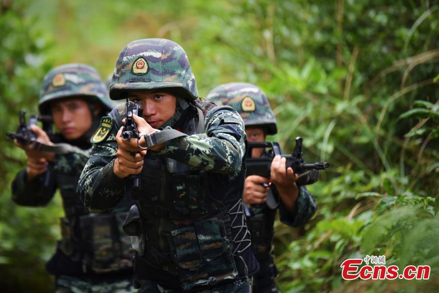 Armed police undergo intensive training programs that included searches in the mountains and forests of Guangxi Zhuang Autonomous Region, June 4, 2019. The training aims to enhance preparedness under harsh environments and complex conditions. (Photo: China News Service/Yang Chen and Yu Haiyang)