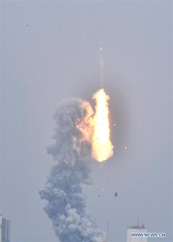 A Long March-11 solid propellant carrier rocket is launched from a mobile launch platform in the Yellow Sea off east China\'s Shangdong Province, June 5, 2019. China successfully launched a rocket from a mobile launch platform in the Yellow Sea off Shandong Province on Wednesday, sending two technology experiment satellites and five commercial satellites into space. A Long March-11 solid propellant carrier rocket blasted off at 12:06 p.m. from the mobile platform. It is China\'s first space launch from a sea-based platform and the 306th mission of the Long March carrier rocket series. (Xinhua/Zhu Zheng)