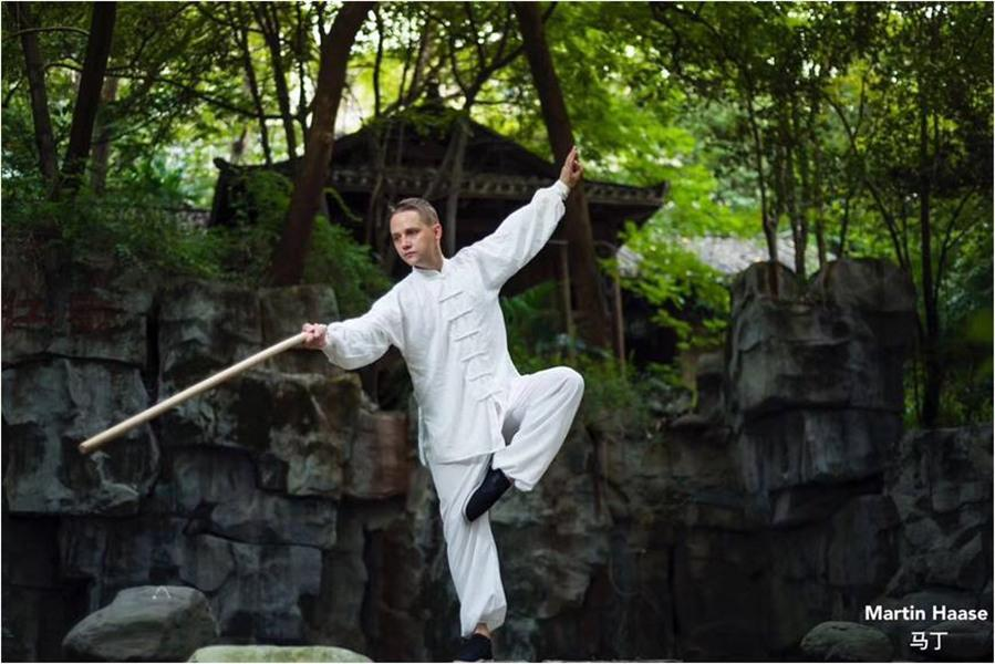 Haase demonstrates Chinese kung fu. (Photo provided to chinadaily.com.cn)  In addition to the basic knowledge of Chinese medicine, he also learned to do acupuncture and cupping therapy. He said that he likes to study the philosophy contained in Chinese medicine, the balance of yin and yang and the five elements, which is also helpful for practicing tai chi.  Haase has been to many cities in China, including Beijing, Xi\'an, Shanghai and Harbin. He found that every city in China has its own characteristics. Haase\'s hometown Victoria and Changsha have a longstanding friendship. He has made many local friends in Changsha, where also met his tai chi teachers, Chinese medicine teachers and his wife.  Haase thinks the most attractive aspect of Chinese culture is Chinese philosophy and Taoism. He has adapted the slow-paced lifestyle described in the Tao Te Ching, a book written by Lao Zi, the founder of Taoism. \
