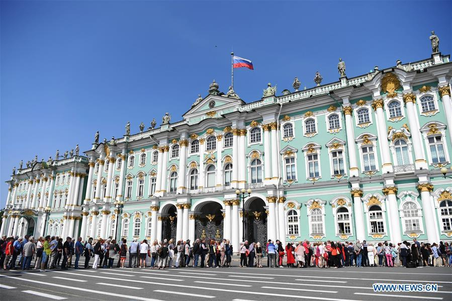 Tourists line up to visit the State Hermitage Museum in St. Petersburg, Russia, June 4, 2019. St. Petersburg is Russia\'s second largest city. (Xinhua/Sadat)