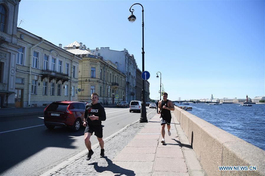 People run by the Neva river in St. Petersburg, Russia, June 3, 2019. St. Petersburg is Russia\'s second largest city. (Xinhua/Sadat)