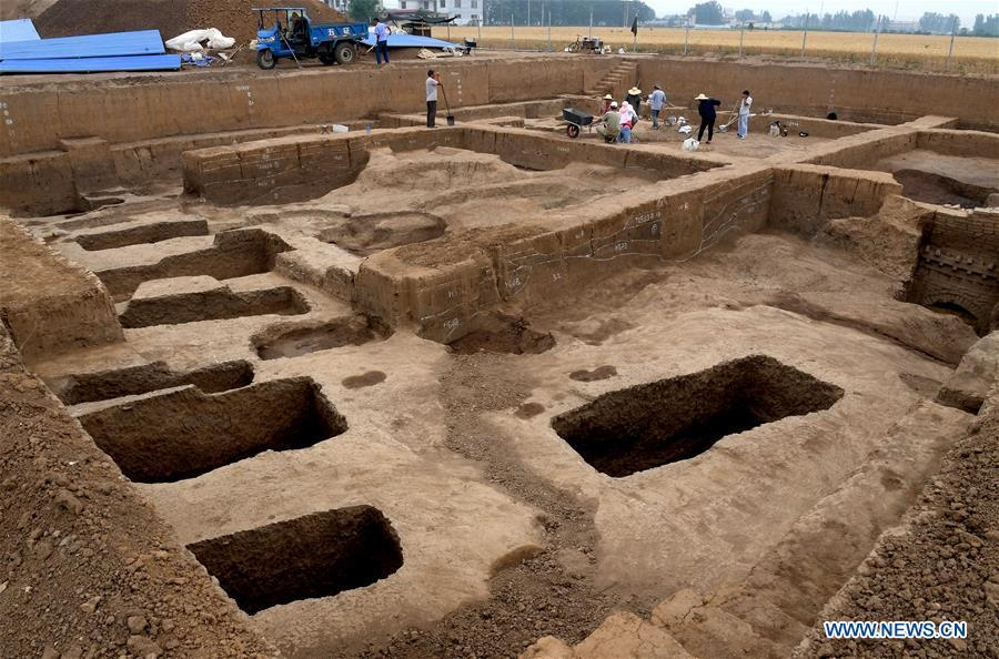 Archaeology staff members work at the family tomb of bronzeware artisans of the Shang Dynasty in Anyang, central China\'s Henan Province, June 5, 2019. Archaeologists in central China\'s Henan Province said they have identified 42 tombs unearthed since 2017 to be a family tomb of bronzeware artisans dating back over 3,000 years. (Xinhua/Li An)