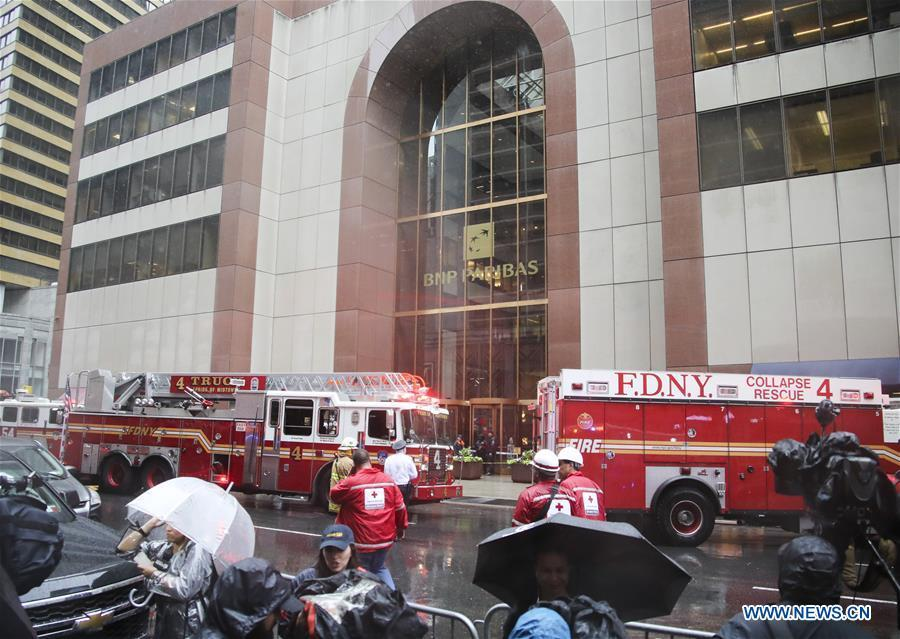 Rescuers and police officers work near the building where a helicopter crashed in Manhattan, New York, the United States, June 10, 2019. One person was killed after a helicopter crashed onto the roof of a skyscraper in Midtown Manhattan of New York City Monday afternoon, according to media reports. (Xinhua/Wang Ying)