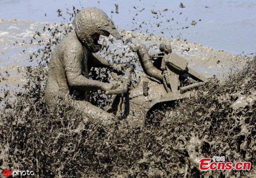 A man drives his quad bike through a mud pool at the International Off-road Festival in somogybabod, Hungary on June 8, 2019. The annual festival is the largest off-road event in Europe, featuring some 1,200 amateur race vehicles and more than 20 thousand participants. (Photo/IC)
