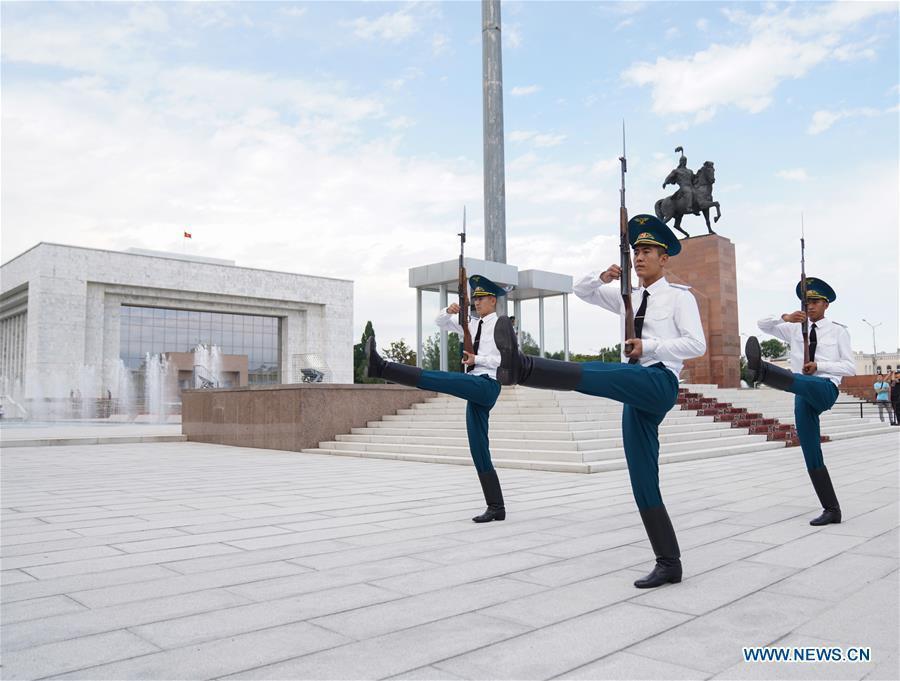 Honor guards are seen at the Ala Too Square in Bishkek, capital of Kyrgyzstan, on June 9, 2019. (Xinhua/Bi Xiaoyang)