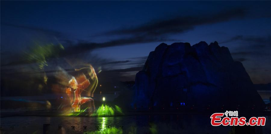 An open-air show at the Wudalianchi Scenic Area in Heilongjiang Province makes innovative use of a 400-sqm water area, lighting, 3D images and fireworks to create a large-scale performance based on a traditional fairytale about two fighting dragons. The name Wudalianchi means \