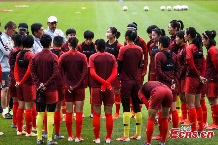 China\'s head coach Jia Xiuquan (3rd L) attends the training session ahead of the group B match between South Africa and China at the 2019 FIFA Women\'s World Cup in Paris, France, June 11, 2019. (Photo: China News Service/Fu Tian)