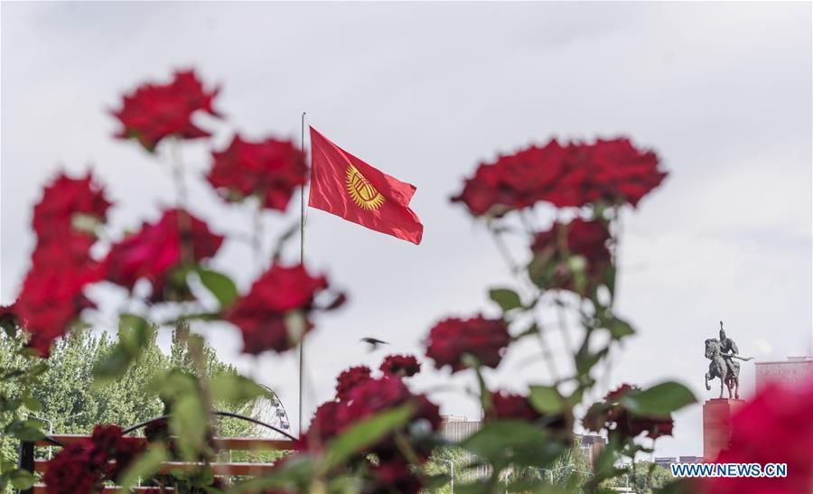 Photo taken on June 9, 2019 shows Kyrgyzstan\'s national flag at a square in Bishkek, capital of Kyrgyzstan. (Xinhua/Fei Maohua)