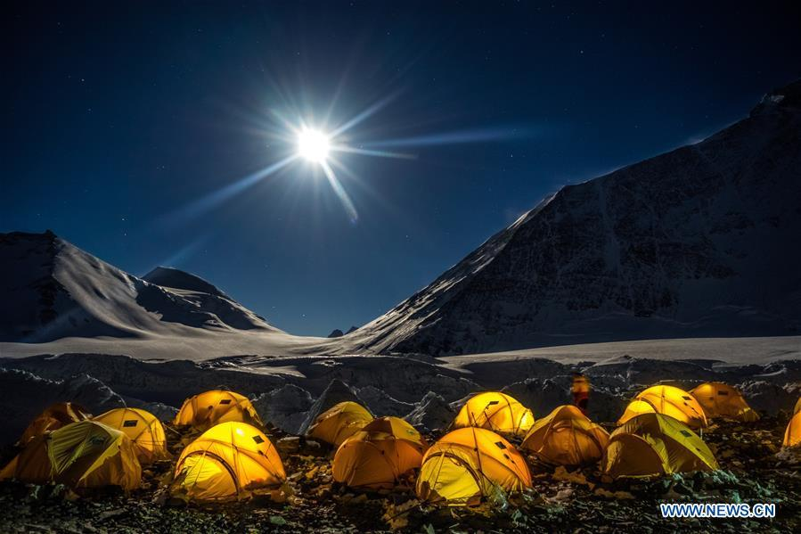 Photo taken on Sept. 6, 2017 shows the night scenery of a campsite on Mt. Qomolangma. (Xinhua/Tashi Tsering)