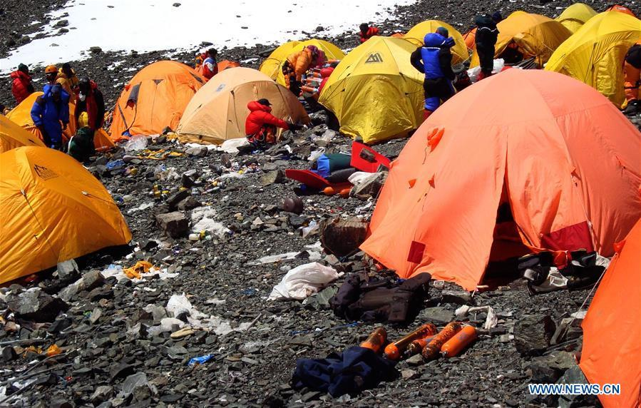 Photo taken on March 12, 2008 shows camps and discarded wastes in the Sagarmatha (Mt. Qomolangma) National Park in Nepal. (Xinhua/SPCC)