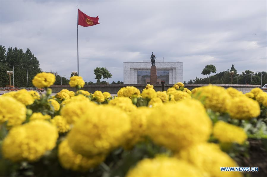 Photo taken on June 9, 2019 shows Kyrgyzstan\'s national flag and the Manas statue at the Ala-Too Square in Bishkek, capital of Kyrgyzstan. (Xinhua/Fei Maohua)