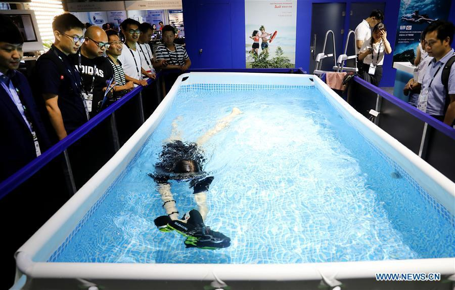 A staff member demonstrates an underwater booster for diving during the 2019 Consumer Electronics Show (CES) Asia in east China\'s Shanghai, June 11, 2019. The 2019 Consumer Electronics Show (CES) Asia kicked off on Tuesday in Shanghai. The three-day exhibition showcased the latest achievements in 5G technology, artificial intelligence, augmented/virtual reality and vehicle technology. (Xinhua/Fang Zhe)