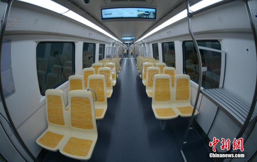 Photo shows the interior of the new subway trains with a top speed of 140 km/h in Chengdu, Sichuan Province, June 13, 2019. (Photo/China News Service)