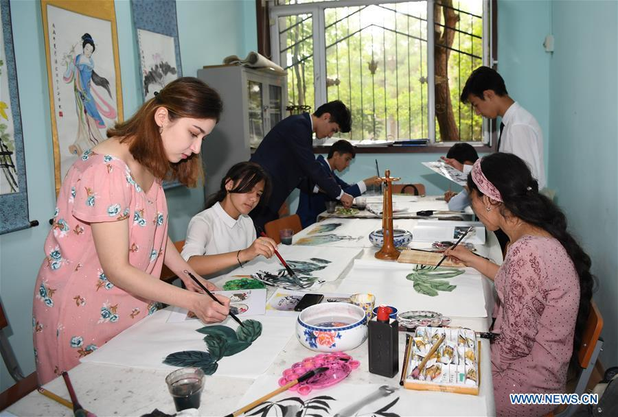 Students of the Confucius Institute at Tajikistan nationality university practise Chinese drawing in Dushanbe, capital of Tajikistan, June 10, 2019. (Xinhua/Sadat)