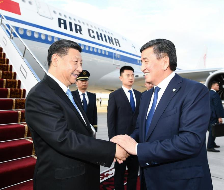Chinese President Xi Jinping arrives in Bishkek, Kyrgyzstan, June 12, 2019. Kyrgyz young people present flowers, bread and honey to Xi as a way to welcome distinguished guest. Xi arrived here Wednesday for a state visit to Kyrgyzstan and the 19th Shanghai Cooperation Organization (SCO) summit. (Xinhua/Li Xueren)