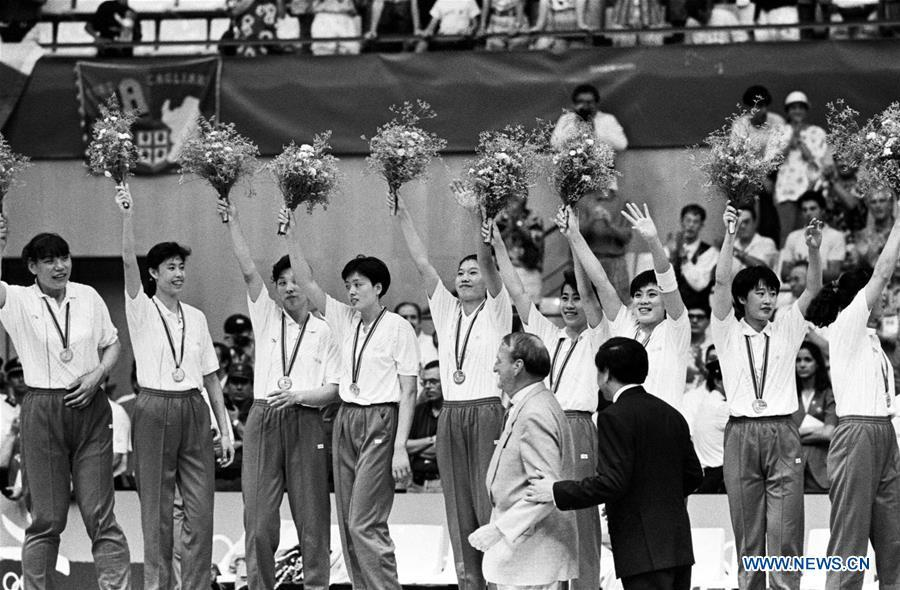 Members of the women\'s basketball team of China wave to the spectators during the awarding ceremony after winning the silver medal at the 25th Olympic Games in Barcelona, Spain, Aug. 7, 1992. This year marks the 70th anniversary of the founding of the People\'s Republic of China (PRC). On April 5, 1959, Rong Guotuan won the champion of the men\'s singles event at the 25th ITTF World Table Tennis Championships in Dortmund, Germany, becoming China\'s first ever world champion. Chinese players have made more achievements during the 60 years since then. (Xinhua/Cheng Zhishan)