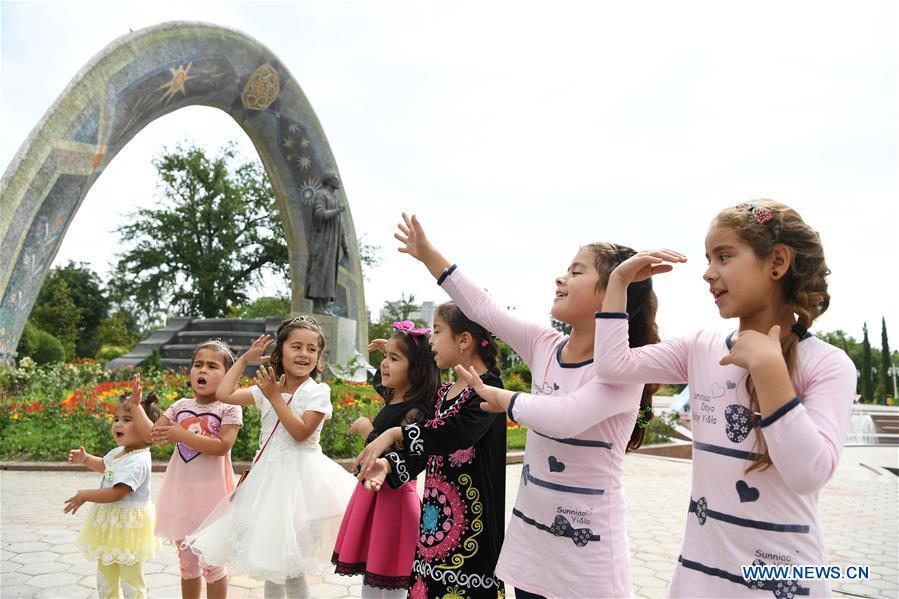 <?php echo strip_tags(addslashes(Children sing folk songs at the Rudaki Park in Dushanbe, capital of Tajikistan, June 11, 2019. (Xinhua/Sadat))) ?>