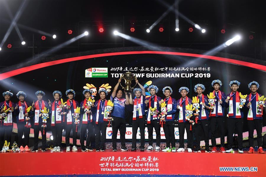 Team China attends the awarding ceremony of the Sudirman Cup badminton tournament after winning the title in Nanning, capital of south China\'s Guangxi Zhuang Autonomous Region, May 26, 2019. This year marks the 70th anniversary of the founding of the People\'s Republic of China (PRC). On April 5, 1959, Rong Guotuan won the champion of the men\'s singles event at the 25th ITTF World Table Tennis Championships in Dortmund, Germany, becoming China\'s first ever world champion. Chinese players have made more achievements during the 60 years since then. (Xinhua/Li Jundong)