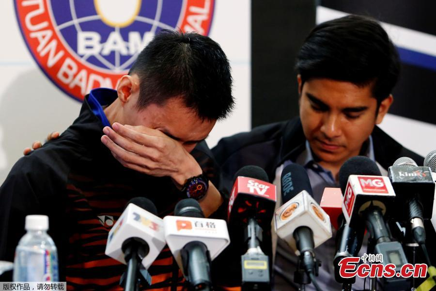 Malaysia\'s badminton player Lee Chong Wei (L)reacts during a news conference to announce his retirement in Putrajaya, Malaysia June 13, 2019. (Photo/Agencies)