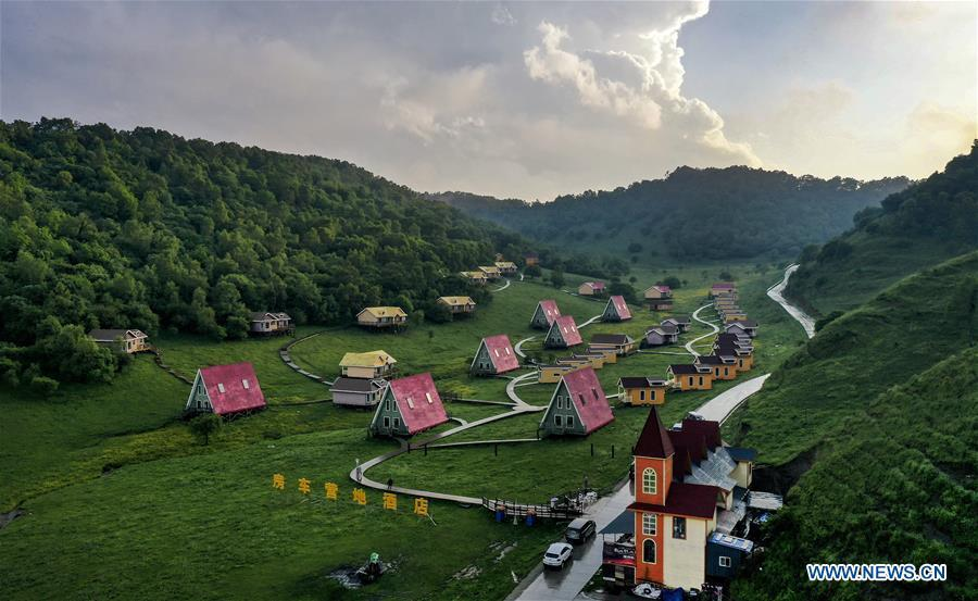 Aerial photo taken on June 12, 2019 shows a RV camp hotel on Guanshan Grassland at Longxian County in Baoji, northwest China\'s Shaanxi Province. (Xinhua/Tao Ming)