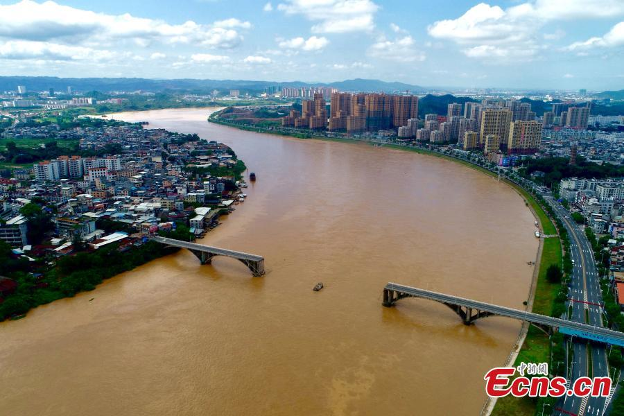 Photo taken on June 14, 2019 shows the collapsed Zijin Bridge in Yuancheng District, Heyuan City, Guangdong Province. Two vehicles plunged to the water when the bridge fell at around 2 am on Friday, with one person rescued. Search and rescue efforts are still underway and the cause of the collapse is under investigation.  (Photo provided by the Publicity Department of the CPC Heyuan Committee)