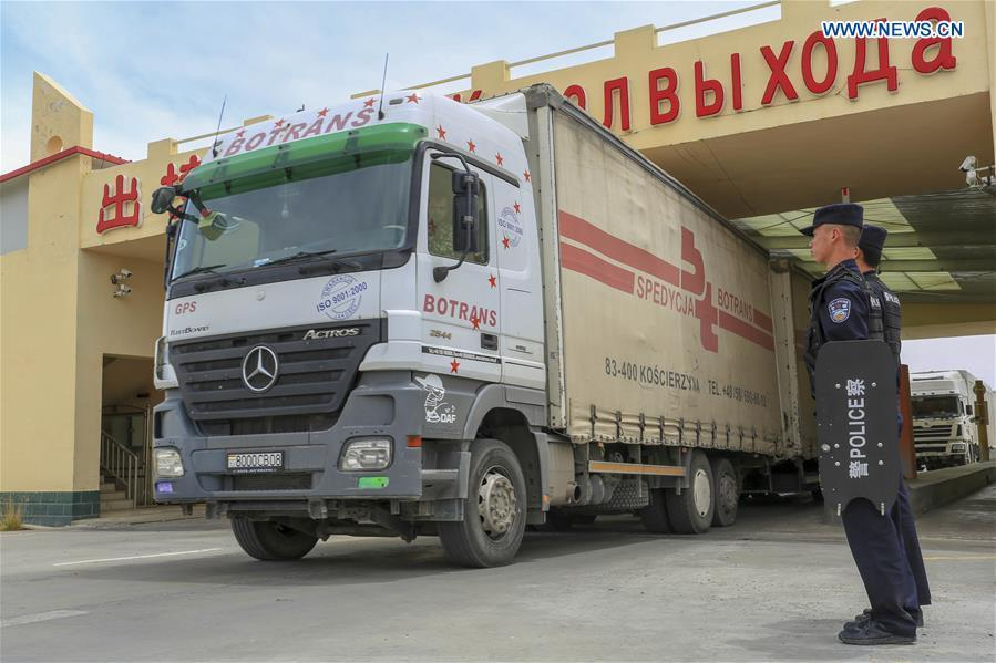 A vehicle from Tajikistan passes the Karasu port in Tajik Autonomous County of Taxkorgan, northwest China\'s Xinjiang Uygur Autonomous Region, on June 11, 2019. With the Belt and Road Initiative, trade between China and Tajikistan has continued to develop. The Karasu port between the two countries has seen large quantities of goods cleared by customs every year. (Xinhua/Huang Huan)