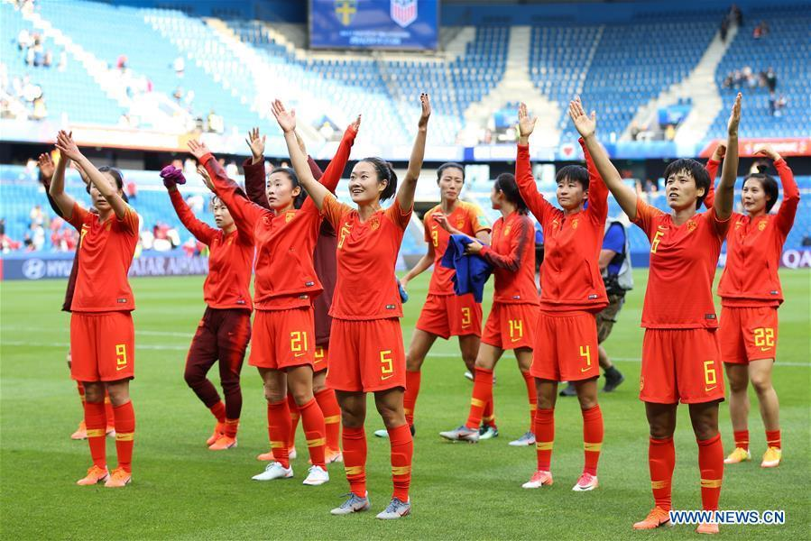 Players of China greet the audience after the Group B match between China and Spain at the 2019 FIFA Women\'s World Cup in Le Havre, France, June 17, 2019. The match ended in a 0-0 draw. (Xinhua/Zheng Huansong)