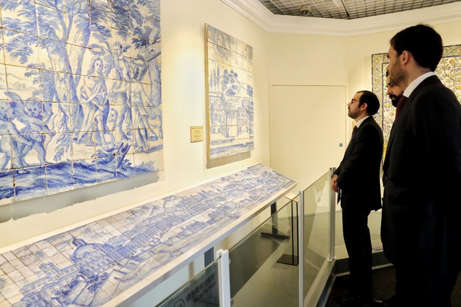 <?php echo strip_tags(addslashes(People visit the ongoing show, The Land of the Glazed Cities: 500 Years of Azulejo in Portugal, at the Palace Museum in Beijing.  (Photo by JIANG DONG/CHINA DAILY)