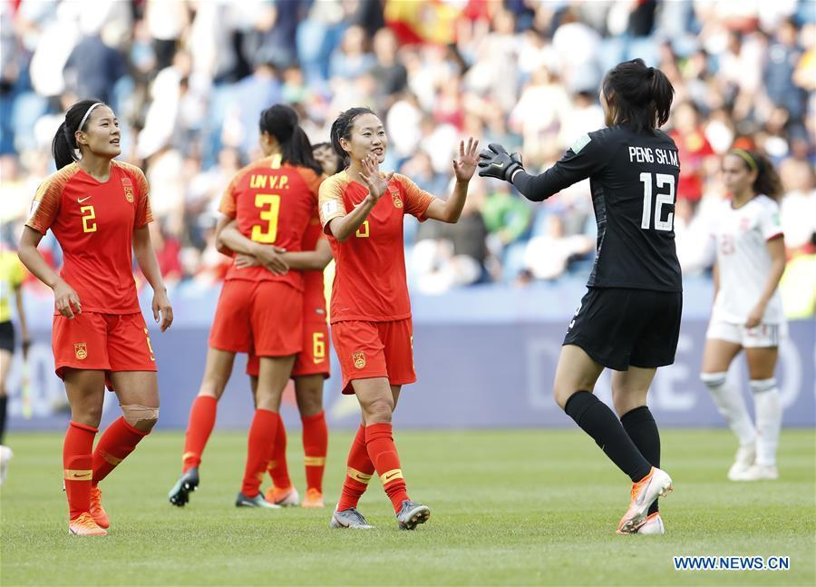 China\'s goalkeeper Peng Shimeng (R, front) celebrates with her teammate Wu Haiyan after the Group B match between China and Spain at the 2019 FIFA Women\'s World Cup in Le Havre, France, June 17, 2019. The match ended in a 0-0 draw. Both teams advanced into the knockout stage. (Xinhua/Ding Xu)