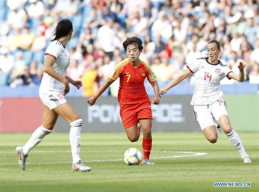 China\'s Wang Shuang (C) competes during the Group B match between China and Spain at the 2019 FIFA Women\'s World Cup in Le Havre, France, June 17, 2019. The match ended in a 0-0 draw. (Xinhua/Ding Xu)