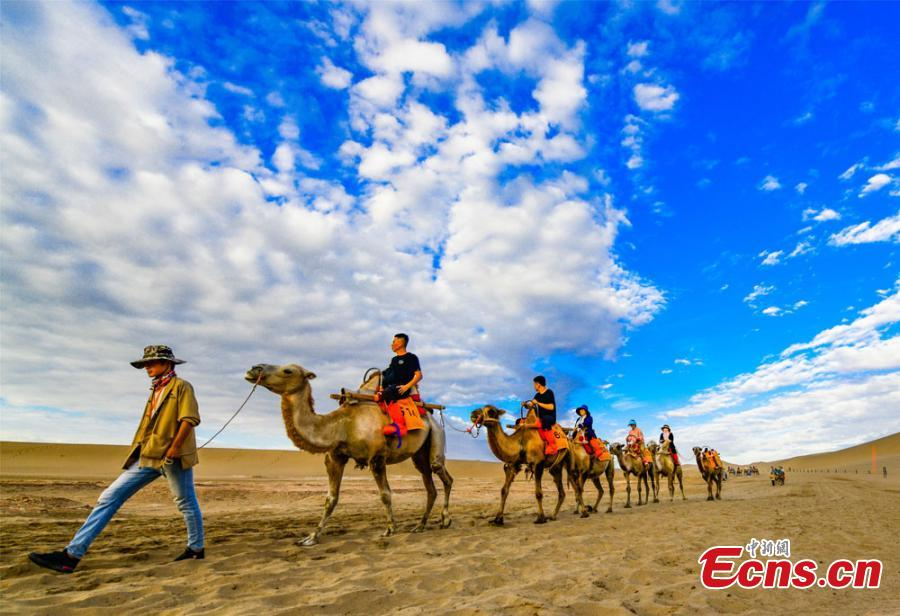 Gobi attractions draw many tourists - Headlines, features, photo and