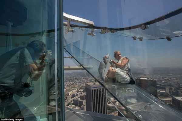 Glass slide 1,000 feet in the air opens in Los Angeles