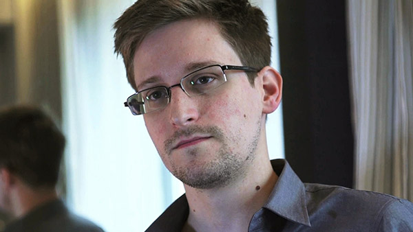 Edward Snowden designs phone case to show when data is being monitored