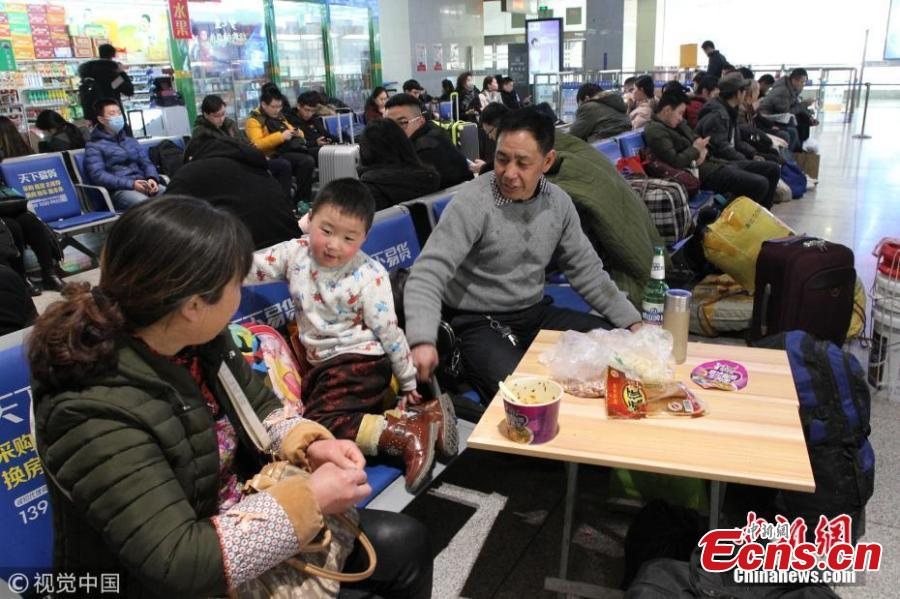 Spring Festival travel mirrors China's changes over 40 years