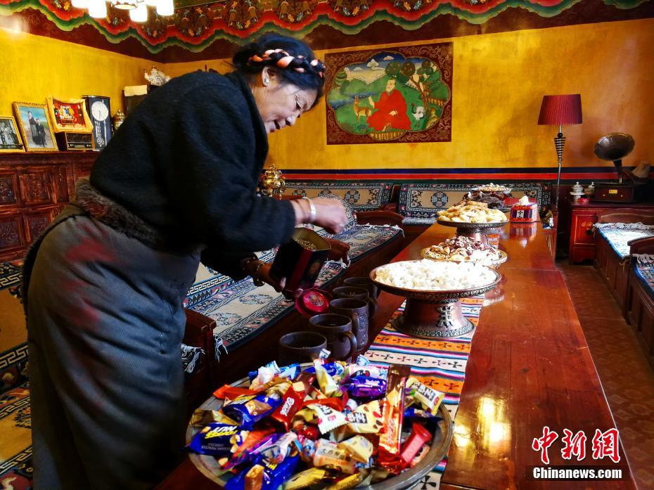 Tibetans celebrate double New Year