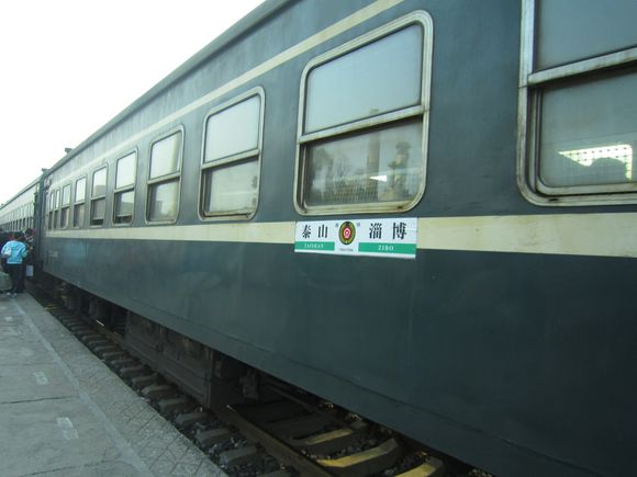Slow train offers Chinese passengers vintage charms