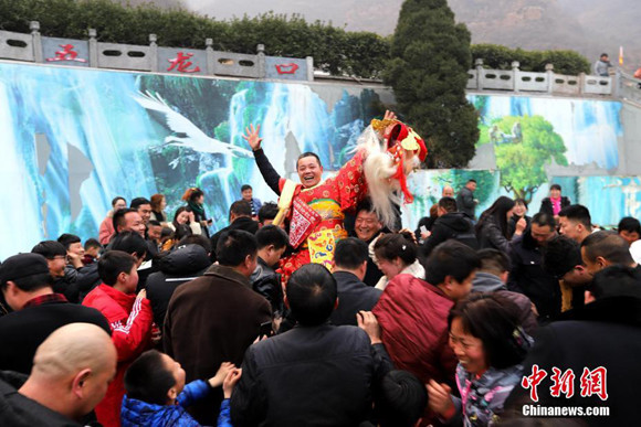 Chinese welcome prosperity with New Year traditions, anti-poverty war