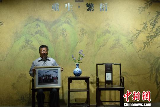 Family photos of Nanjing Massacre survivors on exhibition