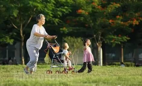 Over half of elderly Chinese prefer living with children: survey