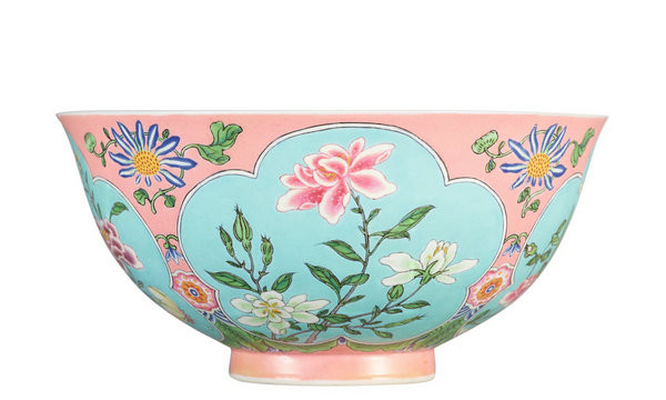 Photo Rare Qing Dynasty enamel bowl set for auction in April