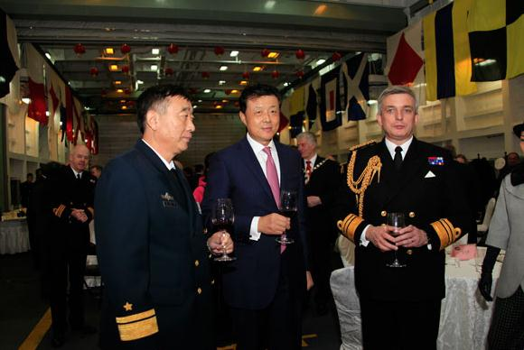 Ambassador Liu Xiaoming (center) joins naval officers, Rear Admiral Zhang Chuanshu (left) and Vice Admiral Philip Jones at the deck reception. [Photo by Wang Mingjie/chinadaily.com.cn]