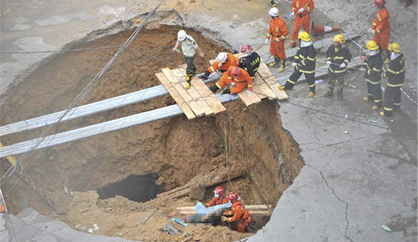 5 killed, 1 injured in S China road cave-in