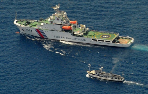 Foreign troops on islands and reefs of South China Sea