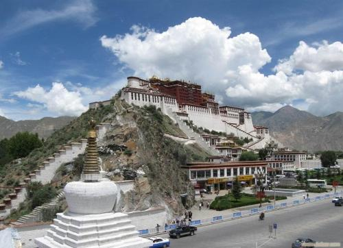 Tibet sees Spring Festival tourism boom with favorable policies