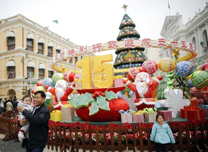 Streets decorated for 15th anniv.of Macao's return