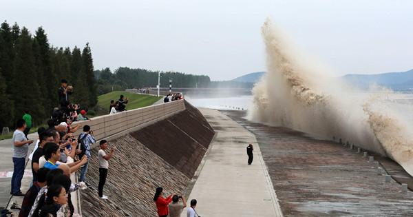 Soaring tides amaze spectators