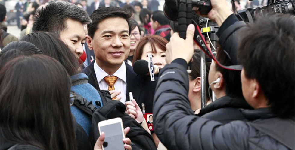 CPPCC members mobbed by media at opening session